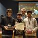 Fri, 27/11/2009 - 15:17 - O director xeral de I+D+I, Ricardo Capilla, con Álex García Tellado, Antonio Cañizo Outeiriño e Juan Mata Naranjo, do Colexio Guillelme Brown (Ourense), gañadores do premio na categoría de 2º ciclo da ESO coa súa mochila ergonómica.