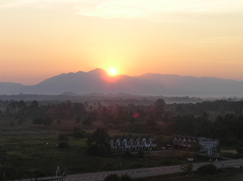 Sat, 01/29/2005 - 02:57 - Sunrise over Khao Chong mountains. Credit: CTFS.