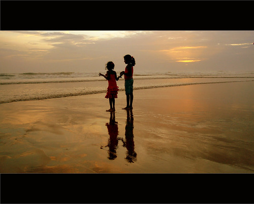 sunset red sea india beach childhood kids sisters reflections moment silhoutte veli trivandrum beachbreeze velitouristvillage mtrtrophyshot reflectionslovers
