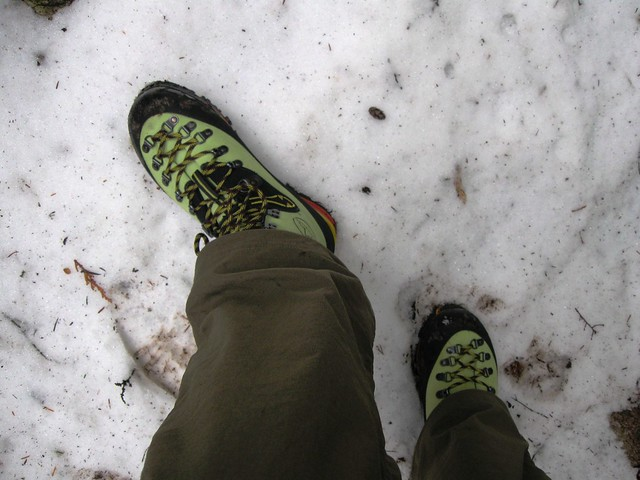 Grouse Mountain BCMC trail & my new mountaineering boots.. in the snow..