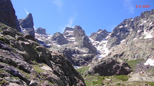Capu Larghja avec à droite les deux couloirs du Trimbulacciu (photo Victor Gomis)
