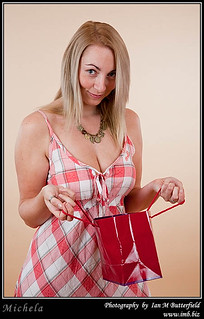 Attractive blone woman with a designer bag. | by Ian M Butterfield