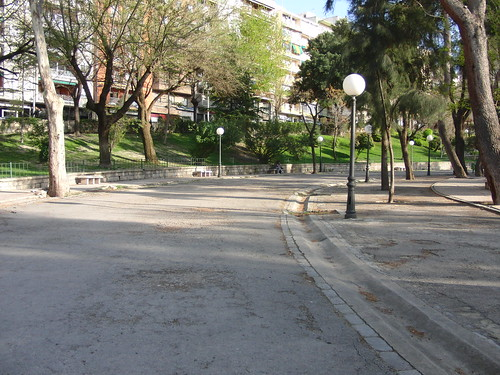 anatomía del parque de la victoria de jaén: curva del paseo de las bicicletas | by olgaberrios
