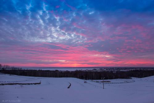 sunrise clouds sunlight morning sky winter gladstone michigan unitedstates us dramatic