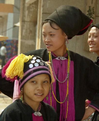 Hani girls; Mengla, Xishuangbanna Region, Yunnan, China | by Lon&Queta