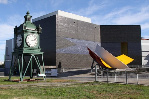 Clock and sundial outside the Melbourne Planetarium