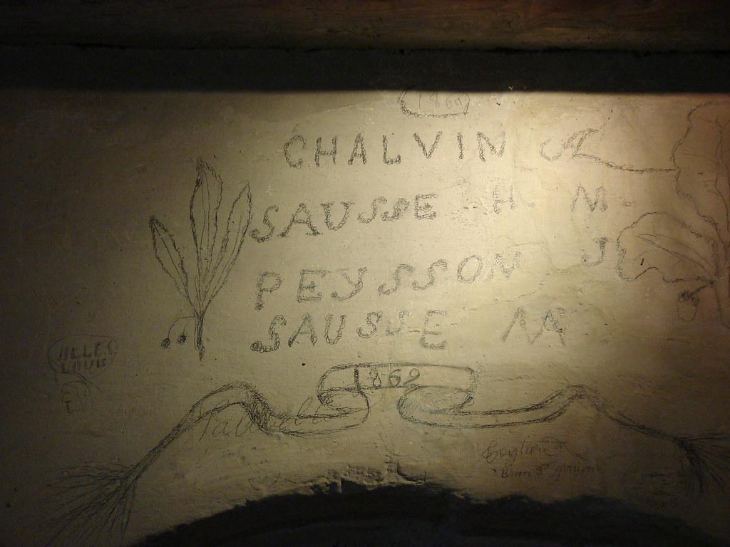 Graphiti sur les murs de la tour
