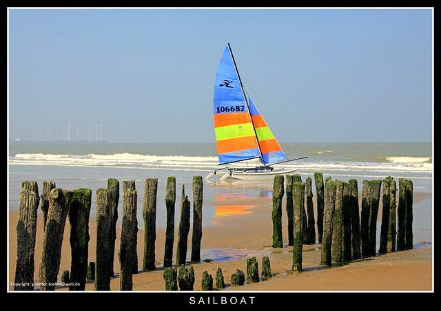 Segelboot am Strand von Knokke (Belgien)