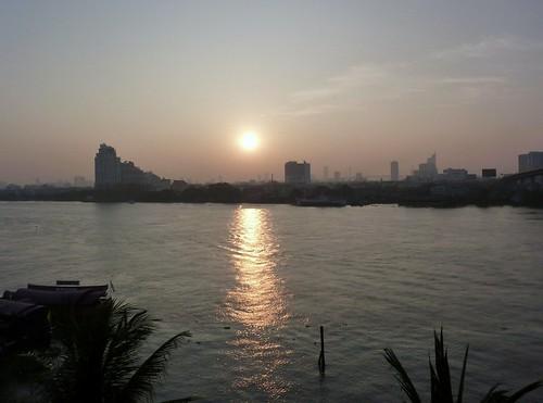 Sunrisre, Chao Phraya river, Bangkok (04/12/2009)