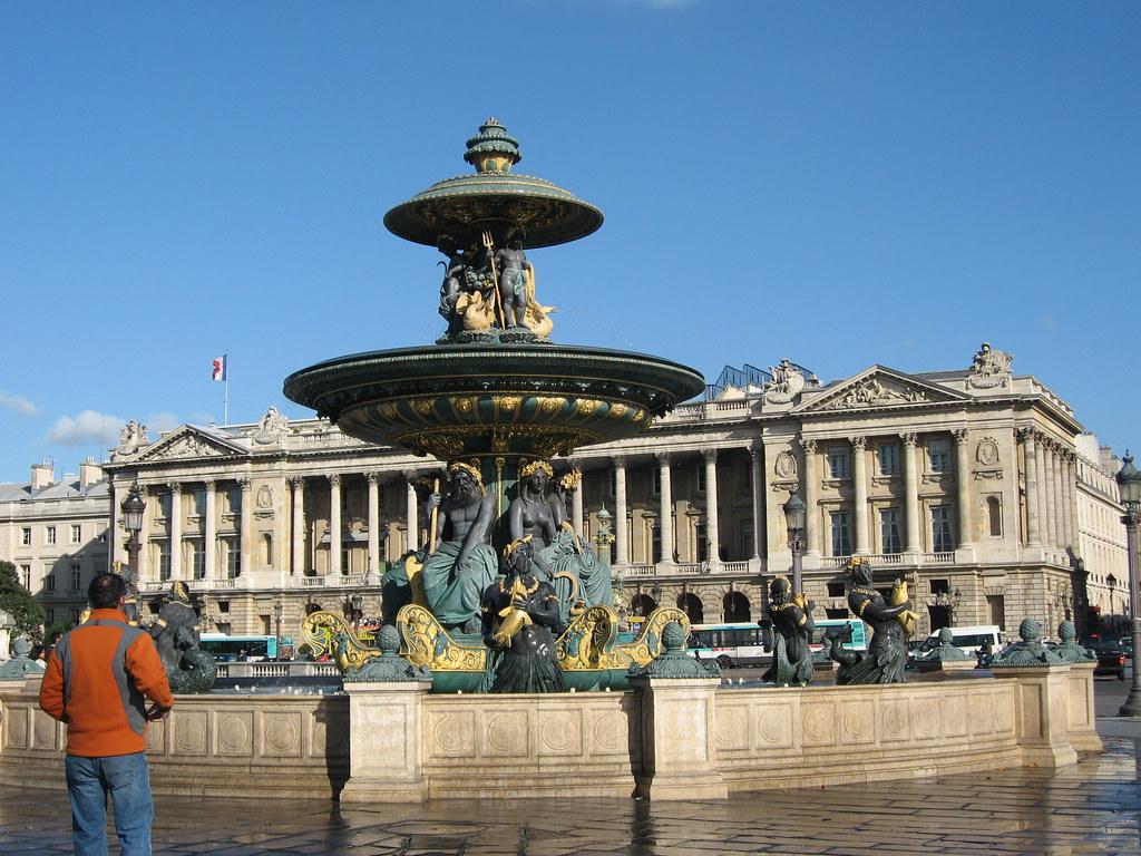 Plaza De La Concordia la plaza de la concordia, paris.   la fuente hittorf en la p