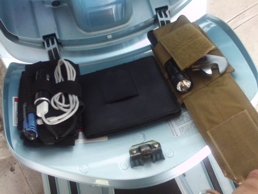 Vespa LX Gbox (Organized) | After installing a 12v outle ... on