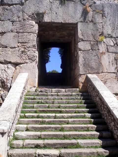 Alatri (Fr) - La Porta Maggiore dell'Acropoli (Gate in the megalithic wall)