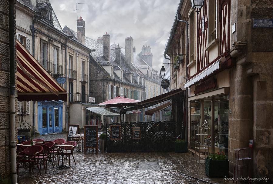 A sudden downpour - Port du Semur, Semur en Auxois, Cote d'Or, France