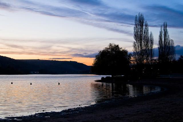 Lac au crépuscule