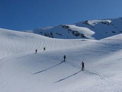 Stačí traverzovat po tvrdém svahu a lyže se začínají smekat…