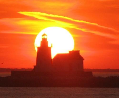 sunset lighthouse wow lakeerie cleveland greatlakes clevelandlighthouse cotcbestof2005