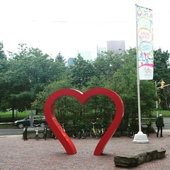 A little #love on this gloomy Monday. :heart:️ #mondays #publicart #sculpture