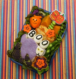 spooky cat onigiri bento | by gamene