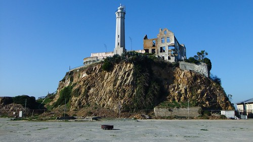 Alcatraz lighthouse from the parade ground | by James Cridland