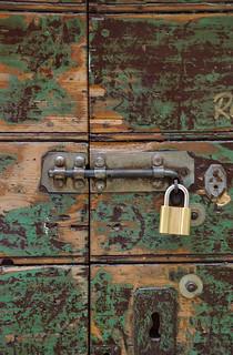 Старая дверь закрывается по-новому   by akk_rus