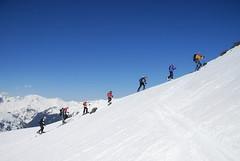 Vláček vyjíždí směrem do sedla Isenfurggii 2766 m.