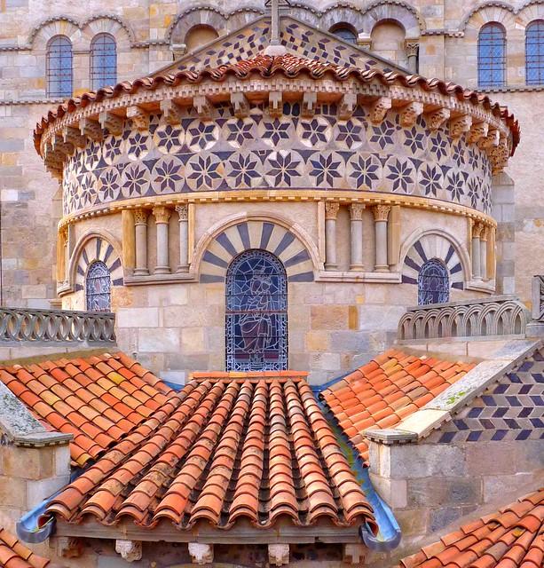 Clermont-Ferrand, chevet de la basilique Notre-Dame du Port.