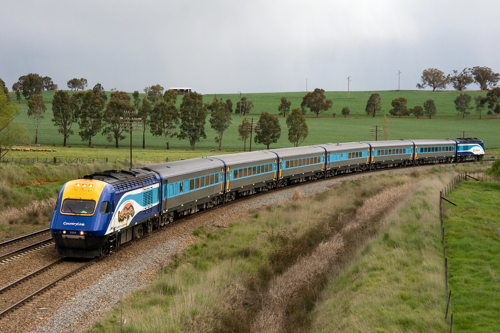 Melbourne XPT at Morissons Hill by Trent