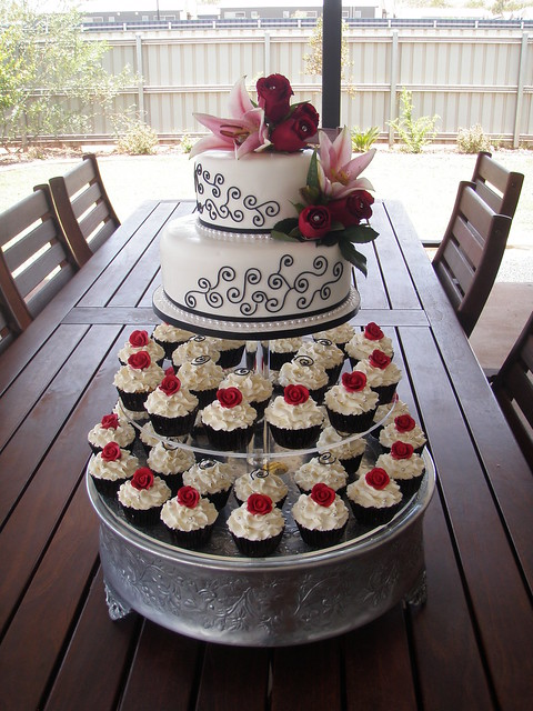 Mossy's Masterpiece - Kiara's wedding cake & cupcakes white/black/Red