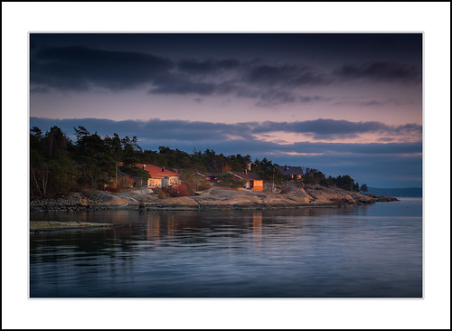 grimsøy norge havet solnedgång sunset sea seascape ocean seaside water reflections horizon cabins sky clouds evening winter norway outdoor canon