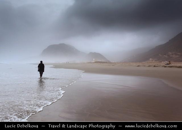 Oman - Walk on Rakhyut Beach during Khareef - Rainy Season