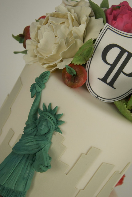 statue of liberty wedding cake