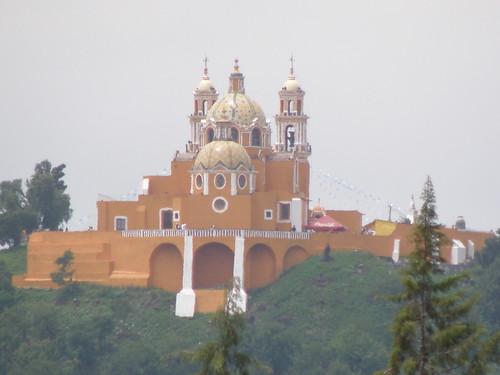 P9120378 Iglesia de los Remedios vista desde el Templo del Dolor casa de los Aztecas de la UDLAP por LAE Manuel Vela