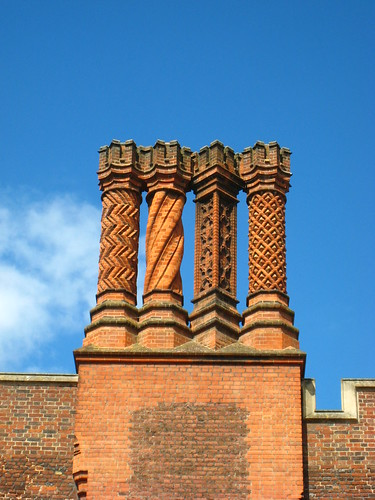 Chimneys, Hampton Court | by pasunejen