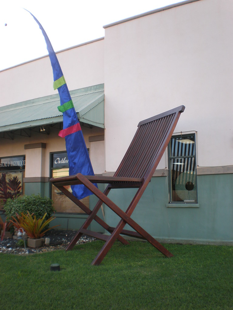 Giant Teak Chair Two Frogs Hugging Lihue Giant Teak Chai Flickr