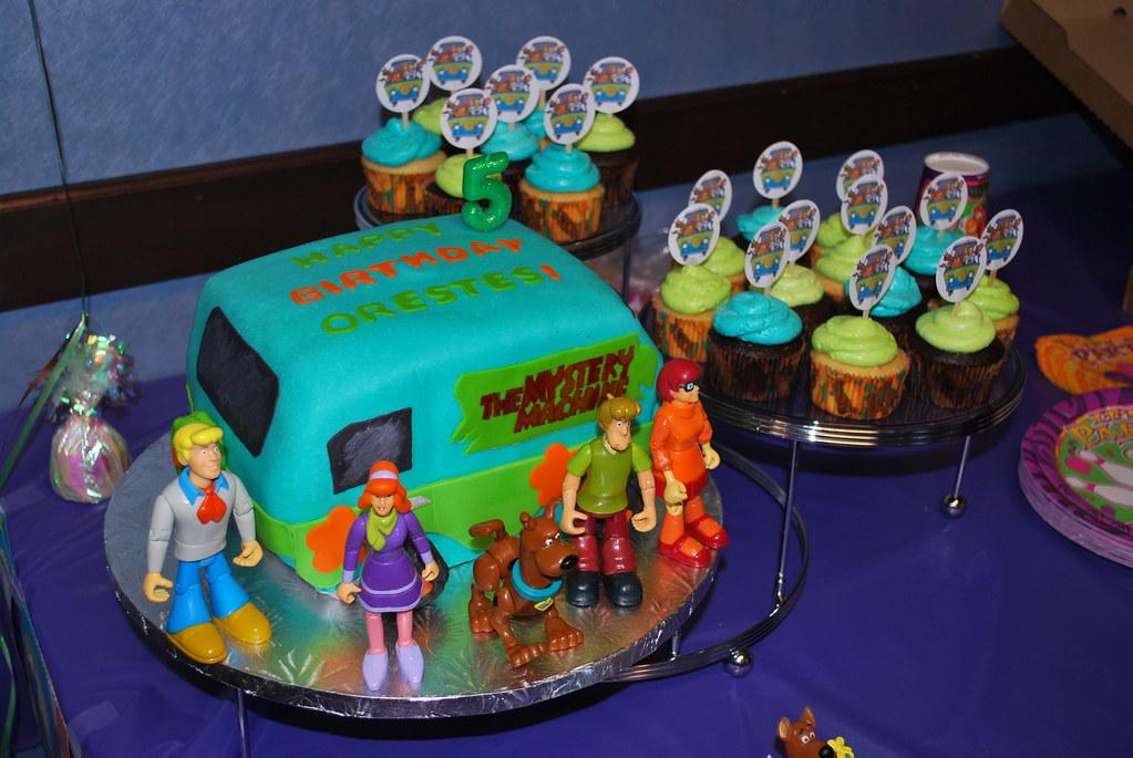 Scooby Doo Mystery Machine Cake Cupcakes
