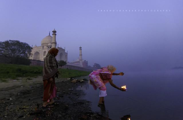CWC - 335 Woman places a Diya at Yamuna river near TajMahal