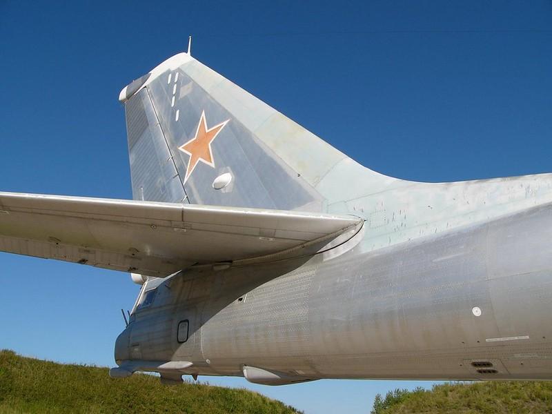 Tupolev Tu-95 katsoo Karhu 9