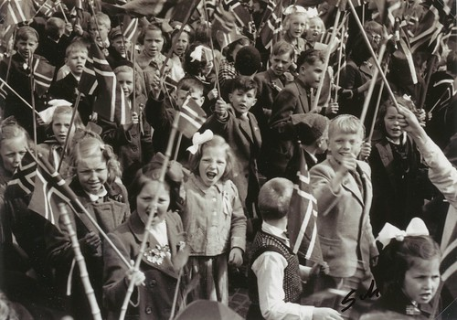 Barnetoget i Trondheim 17 Mai 1945