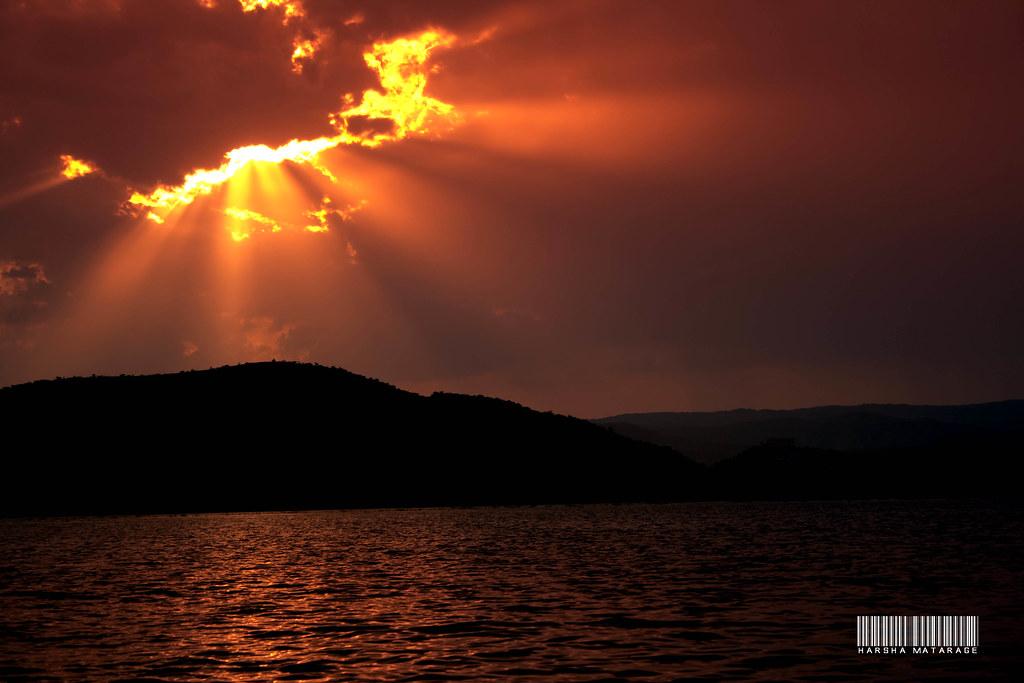 Sun beams & Water