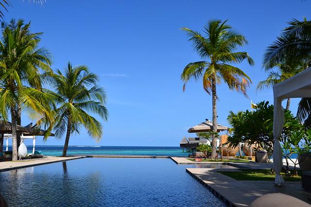 Jumeirah Vittaveli Maldives pool