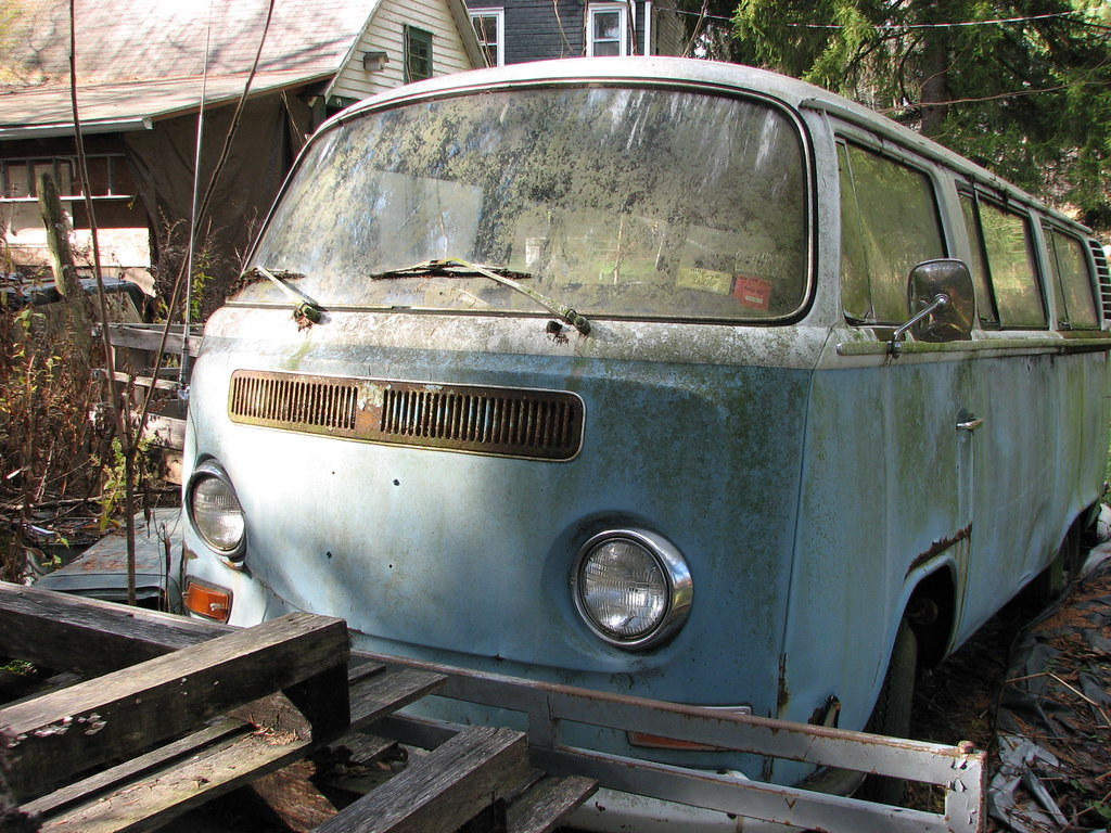 A 1972 VW MICROBUS IN NOV 2009   I saw this old van in Binne…   Flickr