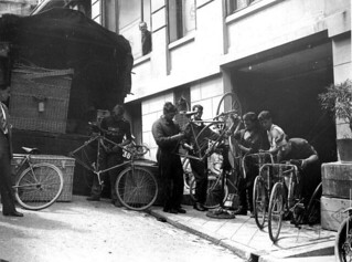 Onderhoud tijdens rustdag / Taking care of the bicycles during a rest day