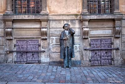 Statue of Evert Taube at Järntorget, Gamla Stan, Stockholm.