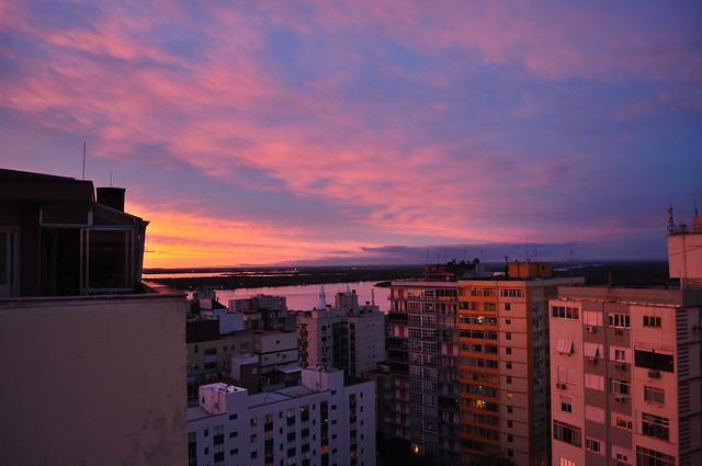 Anoiteceu em Porto Alegre