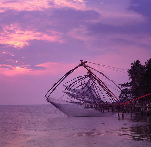 pink sunset sea sky cloud india tourism sunrise fishing chinese violet tranquility landmark kerala nets moods cochin tranquil kochi southindia waterscape gonefishing fishingnets indiatravel ernakulm cheenavala areyarey