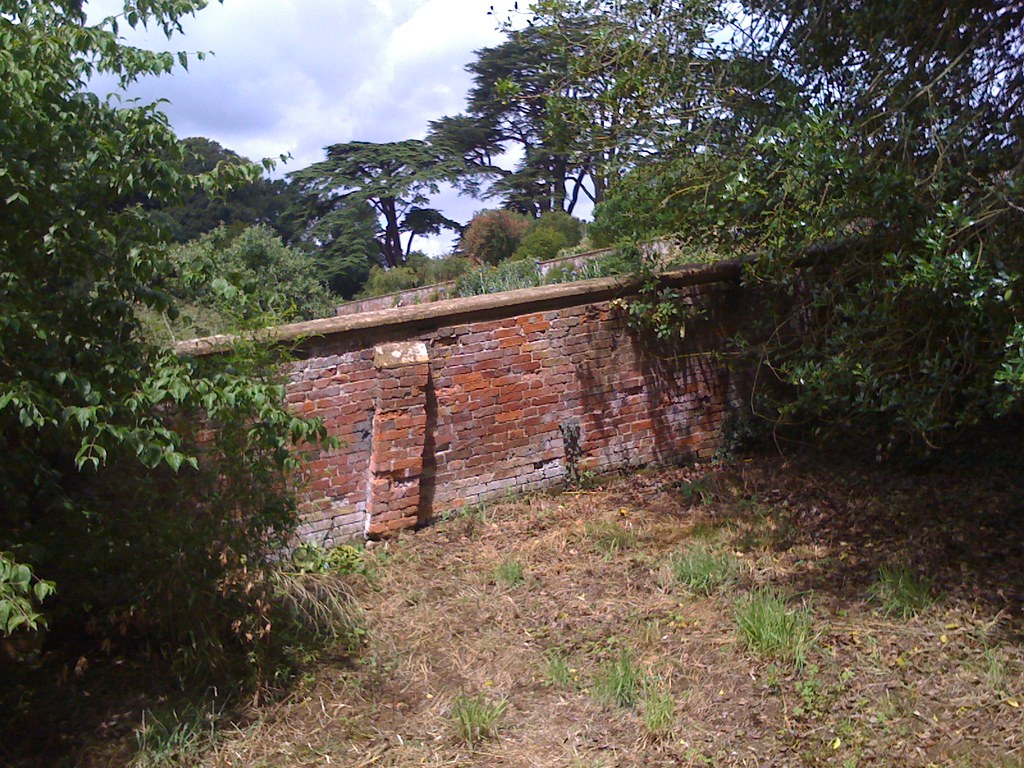 Sloping Garden Wall With Brick Piers Prof Stephen Scaysbrook Flickr