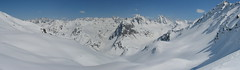 Pohled na hřeben Silvrety, hraničních hor mezi Tyrolskem, Vorarlbergem a Graubündenem.