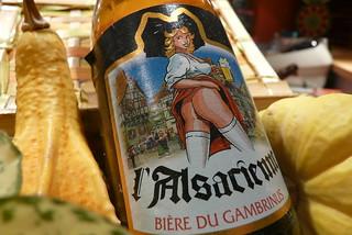 L/'Alsacienne sans culotte tour rouge Etiquette de bière Storkanascht écri