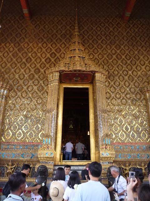 BANGKOK, THAILAND - Wat Phra Kaew temple - the King's entrance into the prayer hall/ БАНГКОК, ТАИЛАНД - Храм Пра Каеу (Храм Изумрудного Будды)