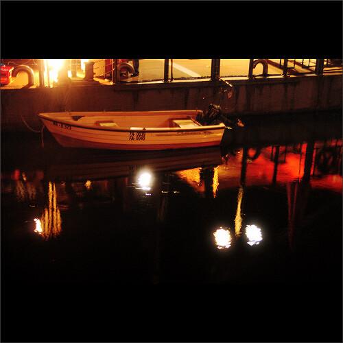 red urban orange black public club night river geotagged restaurant pier boat waterfront nightshot magic quay creativecommons png lightning bremen weser 2009 quayside viertel osterdeich treue breminale bync cosmonautirussi ccbync breminale2009